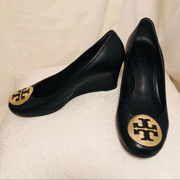 4f4651c589534 Authentic Tory Burch Sally Wedge Leather and Gold.  M 5aaf1156a44dbe43cabb165c